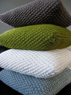 Chunky knitted cushion covers in seed stitch: On size 11 needles, cast on 35 sts (or however many needed to create work wide). Work in seed stitch until work measures long. Fold in half over pillow form, seam up three edges. Crochet Home, Knit Or Crochet, Crochet Stitch, Yarn Projects, Knitting Projects, Crochet Projects, Moss Stitch, Seed Stitch, Loom Knitting