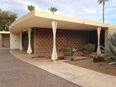 The Kramlich Residence by Al Beadle in Paradise Valley. A hemicycle shaped modern home in Phoenix Arizona. Mid Century House, Mid Century Style, Mid Century Modern Design, Vintage Architecture, Contemporary Architecture, Architecture Design, Historic Architecture, Modern Exterior, Exterior Design