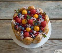 Para adoçar um pouco mais o dia de hoje, trago esta sobremesa maravilhosa!   Doce q.b., com fruta fresca e visualmente muito atractiva,...