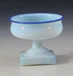 Saltkar i hvitt glass og med blå kant, Gjøvik. D: cm. Vintage Storage, Mustard, Salt, Stuffed Peppers, Antiques, Glass, Catalog, Antiquities, Antique