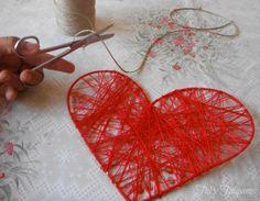 Para las ceremonias al aire libre o si has pensado en hacer una guirnalda original, te traemos este tutorial para que realices unos corazones que harán lucir ese rincón de tu boda que tienes en mente.