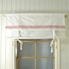 Ulla is a cute, rustic and beautiful roman blind that you direct can hang on a curtain rod. The curtain is perfect to hang in the kitchen or in the bedroom!
