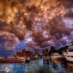 This amazing cloud formation is real, it's called Mammatus Cloud ✨☁☁☁✨ it happened before tornado in Toronto, Canada. Mother nature is amazing!!! Picture by @Argenel Villalobos Villalobos Villalobos ✨✨ - @wonderful_places- #webstagram