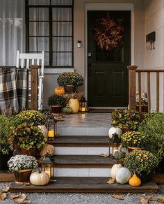 Fall Home Decor, Autumn Home, Fall Yard Decor, Autumn Garden, Front Door Decor, Front Porch, Fall Mums, Porch Decorating, Decorating Ideas