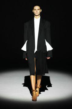 Hussein Chalayan Fashion Show, Spring/Summer 2011