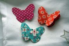 Des petites barrettes papillon. Tuto trouvé ici : http://stecolargol.over-blog.com/article-barret-70661577.html