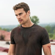 The highly anticipated release of Divergent is upon us next week, which means shirtless star Theo James will be front and center. The gorgeous Brit looks just Divergent Theo James, Tobias, Divergent Series, Divergent Quotes, Tris Et Quatre, Theodore James, Tris And Four, Ansel Elgort, The Jacksons