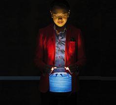 Voici la lampe à poser Chou MMB, signée par Yonoh Estudio Creativo pour la maison d'édition espagnole LZF.  La collecion Chou est fortement inspirée de l'univers du film américano-britannique « Le monde de Suzie Wong », de Richard Quine.  #Chou #MMB #LZF #Yonoh #Estudio #Creativo #The #world #of #Suzie #Wong #bleu #blue #lampe #de #table #table #lamp #bois #wood #metal #salon #living-room #home #maison #indoor #intérieur #design #espagnol #spanish #modern #moderne #warm #chaleureux #LED