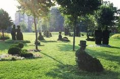 Its About Time: Spring Break - Garden Topiary - remember Seurat's art Topiary Plants, Topiary Garden, Seurat Paintings, Amazing Grass, Rome Antique, What Dreams May Come, Versailles Garden, Grass Flower, Garden Park