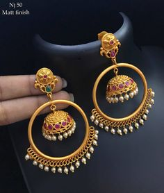 Jumkhis studded with pink color stones. Gold Jhumka Earrings, Jewelry Design Earrings, Gold Earrings Designs, Antique Earrings, Fashion Earrings, Fashion Jewelry, Ring Designs, Antique Jewellery Designs, Fancy Jewellery