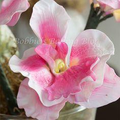 gumpaste butterfly orchids tutorial  Cukorpasztát és eszközöket vásárolj a GlazurShopban! http://shop.glazur.hu