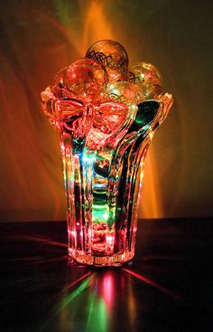 Never thought about using clear vase and ornaments with colored lights... very pretty!