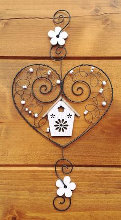 Závěsná dekorace srdce + domek / Zboží prodejce drátkované dárky   Fler.cz Wire Crafts, Metal Crafts, Jewelry Crafts, Diy And Crafts, Arts And Crafts, Copper Wire Art, Art Fil, Hanger Crafts, Wire Ornaments