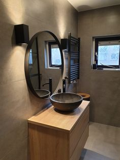 Give your bedroom a nice touch with this amazing tips check it now Rustic Bathrooms, Chic Bathrooms, Modern Bathroom, Small Bathroom, Washroom Design, Bathroom Interior Design, Small Downstairs Toilet, Muji Home, Powder Room Decor