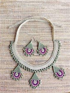 crochet necklace and earring Crochet Motif, Crochet Flowers, Knit Crochet, Crochet Patterns, Handmade Crafts, Handmade Jewelry, Tatting Jewelry, Crochet Ornaments, Crochet Woman
