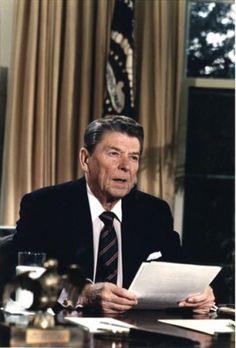 President Ronald Reagan Speech On Space Shuttle Challenger Disaster Presidents Wives, Greatest Presidents, American Presidents, American History, 40th President, President Ronald Reagan, Reagan Speech, Space Shuttle Challenger, Governor Of California