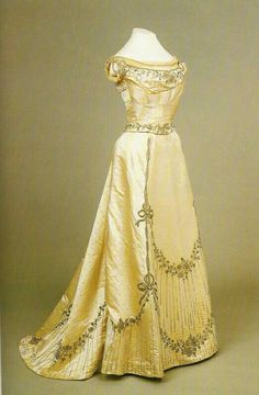 Vintage Clothing vestido Belle Epoque One of Empress Alexandra's gowns, 1890s Fashion, Edwardian Fashion, Vintage Fashion, Belle Epoque, Antique Clothing, Historical Clothing, Historical Dress, Vintage Gowns, Vintage Outfits