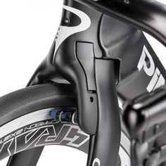 Pinarello_Bolide-TT_carbon-time-trial-bike_front-brake-detail