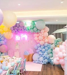 Balloon themed Birthday Parties Inspirational What A Fun Pastel Ice Cream Party Balloons Showerideas Birthday Balloon Decorations, Birthday Balloons, Birthday Party Themes, Ballons Pastel, Pastell Party, Party Kulissen, Party Ideas, Quinceanera Party, Partys