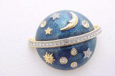 Swan Swarovski Moon & Stars Enamel Brooch Moon Jewelry, Bird Jewelry, Swarovski Brooch, Cameo Jewelry, Stars And Moon, Vintage Brooches, Swan, Vintage Outfits, Coin Purse
