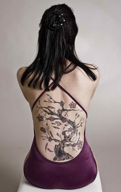 20 Beautiful Bodhi Tree Tattoo Designs for Men and Women Tattoo Girls, Tattoo Son, Tattoo Henna, Back Tattoo Women, Bodhi Tree Tattoo, Tree Tattoo Back, Back Tattoos, Life Tattoos, Poker Tattoos