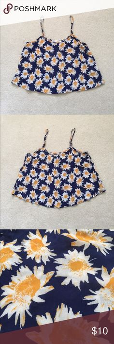 🌻 Floral Crop Top 🌻 100% Rayon so it's super soft, this top is perfect for summer! Adjustable straps and a lovely sunflower design 🌻 Large but it can fit a medium! Tops Crop Tops