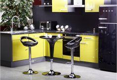 Table de bar Lake assortie à nos tabourets de bar noirs Snack pour aménager votre cuisine de manière originale et conviviale !
