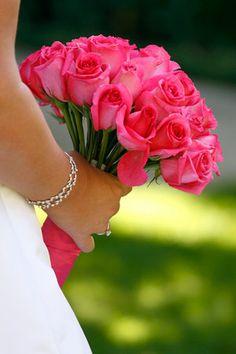 Bellissimo bouquet fuxia per la sposa il giorno del matrimonio. Guarda altre immagini di bouquet sposa: http://www.matrimonio.it/collezioni/bouquet/3__cat