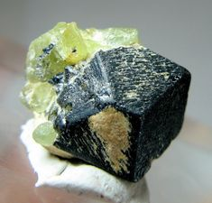 // 4.5 grams beautiful megnatite crystal with peridot specimen from afghanistan