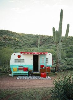 Ah, the art of glamping. Combining chic ideas with the outdoors, glamping is a way to have fun and be comfortable. Not quite camping yet not quite a s. Vintage Rv, Trailers Vintage, Camping Vintage, Caravan Vintage, Vintage Caravans, Vintage Motorhome, Retro Travel Trailers, Vintage Style, Kombi Trailer