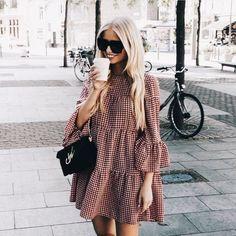Street style fashion / fashion week Source by andiidieguez fashion dresses Casual Dresses, Casual Outfits, Fashion Dresses, Wrap Dresses, Midi Dresses, Lace Dresses, Elegant Dresses, Sexy Dresses, Formal Dresses