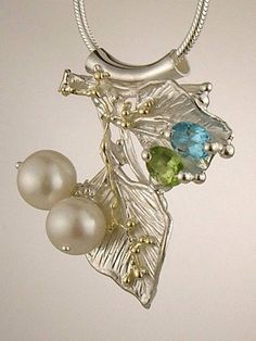 Pendant 7965, fine craft, Gregory Pyra Piro handmade pendant, in solid gold and sterling silver, pearls, peridot, blue topaz