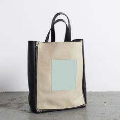 Mathieu. Full leather shopper with interchangeable front panel. Via Triitme!