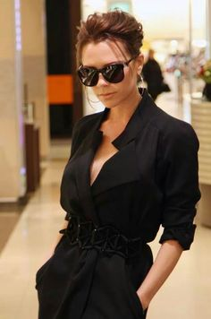 Victoria Beckham, the one-time pop star who is now one of the most courted designers at the upcoming New York Fashion Week, says she has even bigger plans for her eponymous brand. Victoria Beckham Outfits, David Y Victoria Beckham, Style Victoria Beckham, Victoria Beckham Makeup, Victoria Style, Spice Girls, Fashion Idol, Look Fashion, Street Fashion