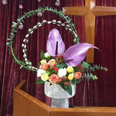 今星期的教會插花主題是承接教會20週年堂慶,題目為二 + 0。是Conny姊妹的插花: