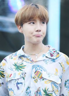 ❤️ Hoseok ❤️awwww who can say no to this face?😍😂