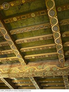stenciled ceiling beams for the dining room. Painted Ceiling Beams, Wood Ceilings, Ceiling Murals, Home And Deco, Apartment Interior, Ceiling Design, Cozy House, Decoration, Log Cabins