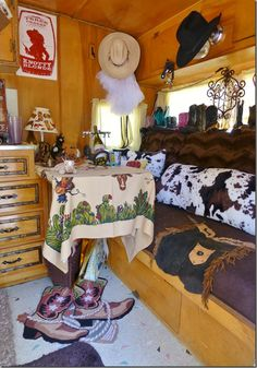 39 Amazing Transition RV Decoration From Winter to Spring. If you took the right actions in winterizing your RV, it ought to be prepared to go for minimal preparation. Trailer Decor, Trailer Interior, Camper Interior, Retro Campers, Camper Trailers, Vintage Campers, Camper Van, Vintage Airstream, Camper Life