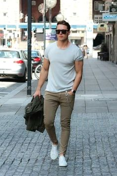 Casual street style looks for men #mens #Fashion… Casual street style looks for men #mens #Fashion http://www.tophaircuts.us/2017/05/05/casual-street-style-looks-for-men-mens-fashion/
