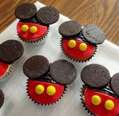 Mickey Mouse Cupcakes - Cake by Claudia Amezcua