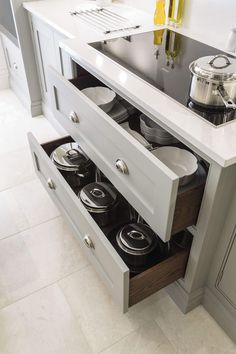 Trendy Kitchen Storage Solutions Ideas For You 35 Kitchen Shelves, Kitchen Layout, Kitchen Cabinets, Kitchen Appliances, Kitchen Drawers, Kitchen Cooktops, Kitchen Counters, Cabinet Drawers, Storage Drawers