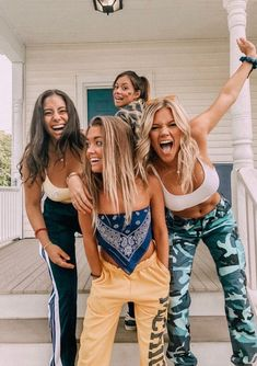 40 New Street Wear Style Outfits Ideas To Look Cool – Trendy Fashion Ideas Cute Friend Pictures, Best Friend Pictures, Cute Photos, Bff Pics, Cute Friends, Best Friends, Crazy Friends, Poses References, Best Friend Goals