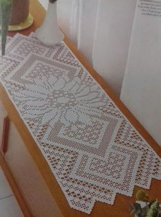 Roses Remembered Afghan pattern by Terry Kimbrough Crochet Leaves, Crochet Doily Patterns, Thread Crochet, Filet Crochet, Crochet Doilies, Crochet Table Runner Pattern, Crochet Placemats, Baby Booties Knitting Pattern, Shabby Chic Flowers