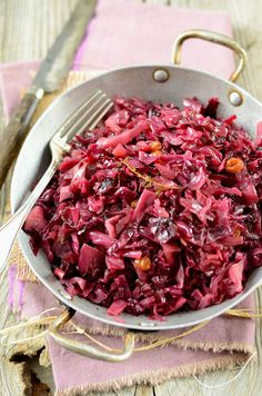 Slow-cooked red cabbage with raisins Happy Vegan, Salty Foods, My Favorite Food, Healthy Choices, Side Dishes, Vegan Recipes, Clean Eating, Food And Drink, Gourmet