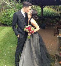 Avril Lavigne černé svatební šaty - Avril Lavigne Chad Kroeger svatební  fotografie 49e7ac4a86