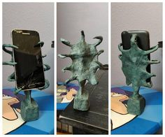 I made a a phone holder that looks like Delia Deetz's sculpture from Beetlejuice. Home Crafts, Fun Crafts, Diy And Crafts, Arts And Crafts, Halloween Crafts, Halloween Decorations, Diy Projects To Try, Craft Projects, Beetlejuice Halloween