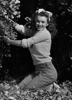 Norma Jeane by Andre de Dienes, 1945.