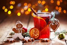 Christmas background with hot wine punch, cookies and smiling ginger bread man :) Cozy Christmas, Christmas Photos, Christmas Cookies, Christmas Time, Christmas Ornaments, Week End Bretagne, Switzerland Christmas, Wine Punch, Bread Man