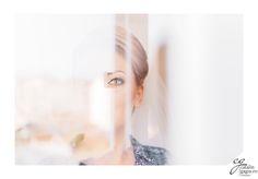 O altfel de fotografie de nunta din timpul machiajului!  machiaj ochi mireasa nunta reflexie ochiverzi blonda privire makeup greeneye blonde catalingagiu look reflection eye bride #arranged