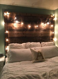 23 DIY Headboard Ideas - Creative inspiration for your bedroom - The Saw Guyrustic wooden headboard with ideas DIY wood headboard rustic king size ideas DIY wood headboard rustic king beds vintage Rustic Wood Headboard, Rustic Nightstand, Headboard Designs, Headboard Ideas, Diy Headboard With Lights, Diy Headboards, Diy Bed Headboard, Light Headboard, King Size Bed Headboard